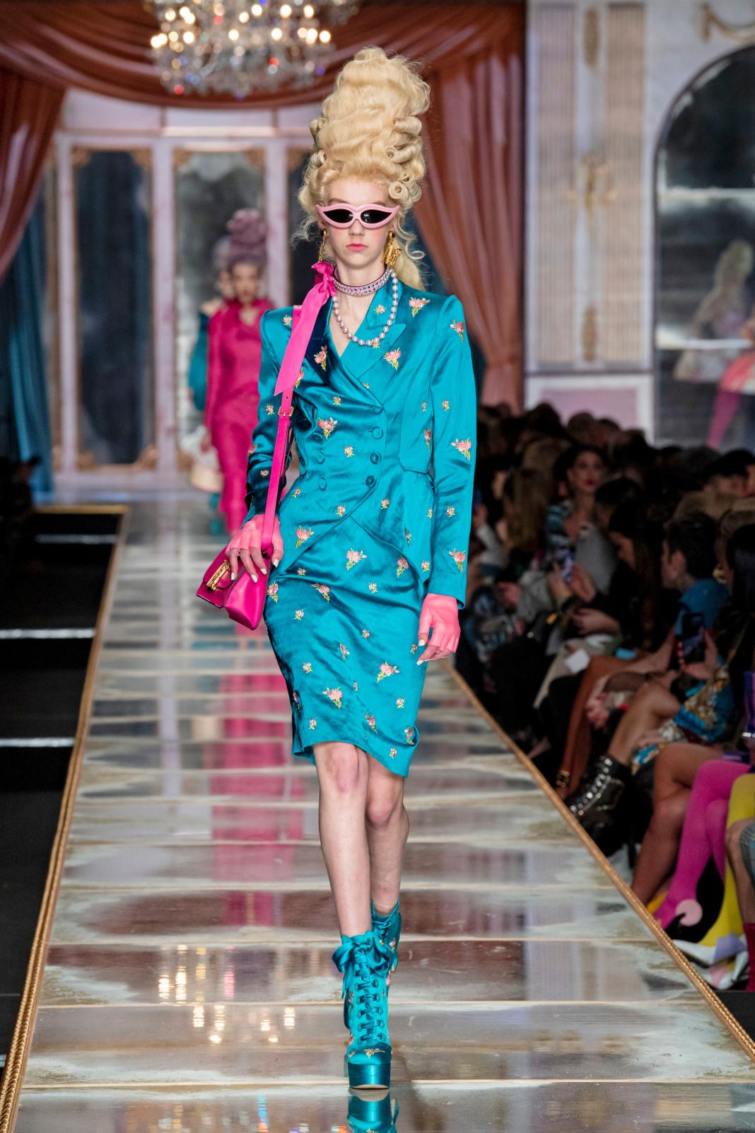 фото показ москино юбки бахромой бесплатной