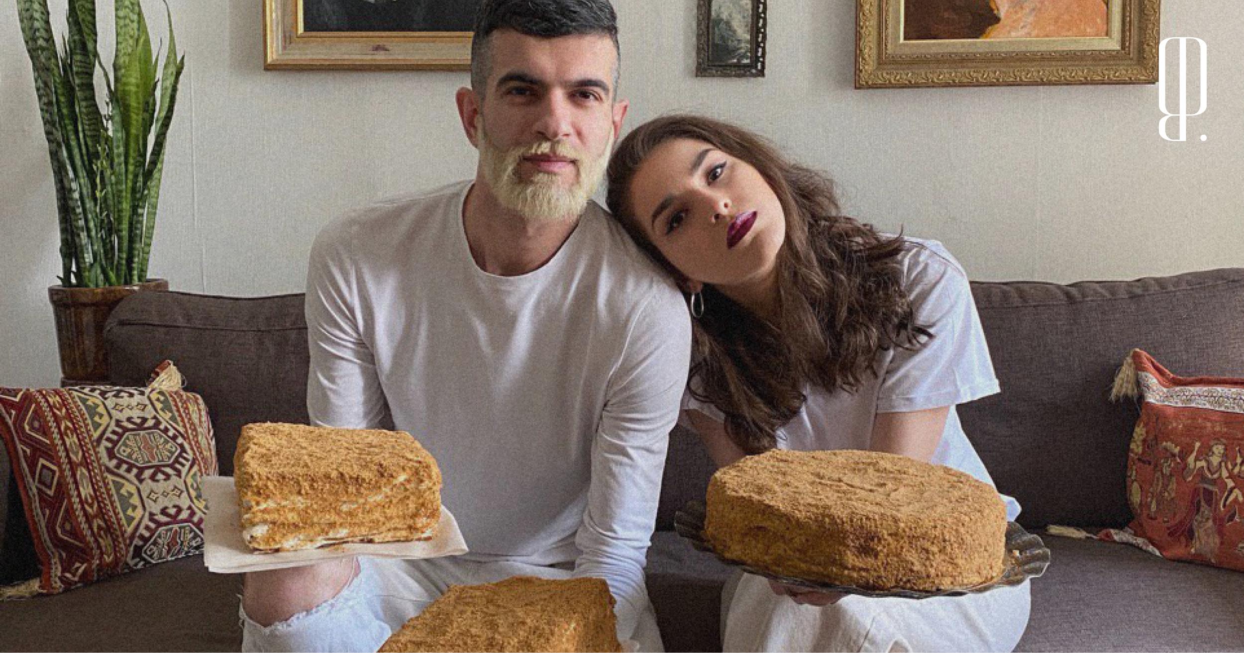 Лучший подарок — торт. В Инстаграме не первый месяц пекут медовики, попробуйте и вы