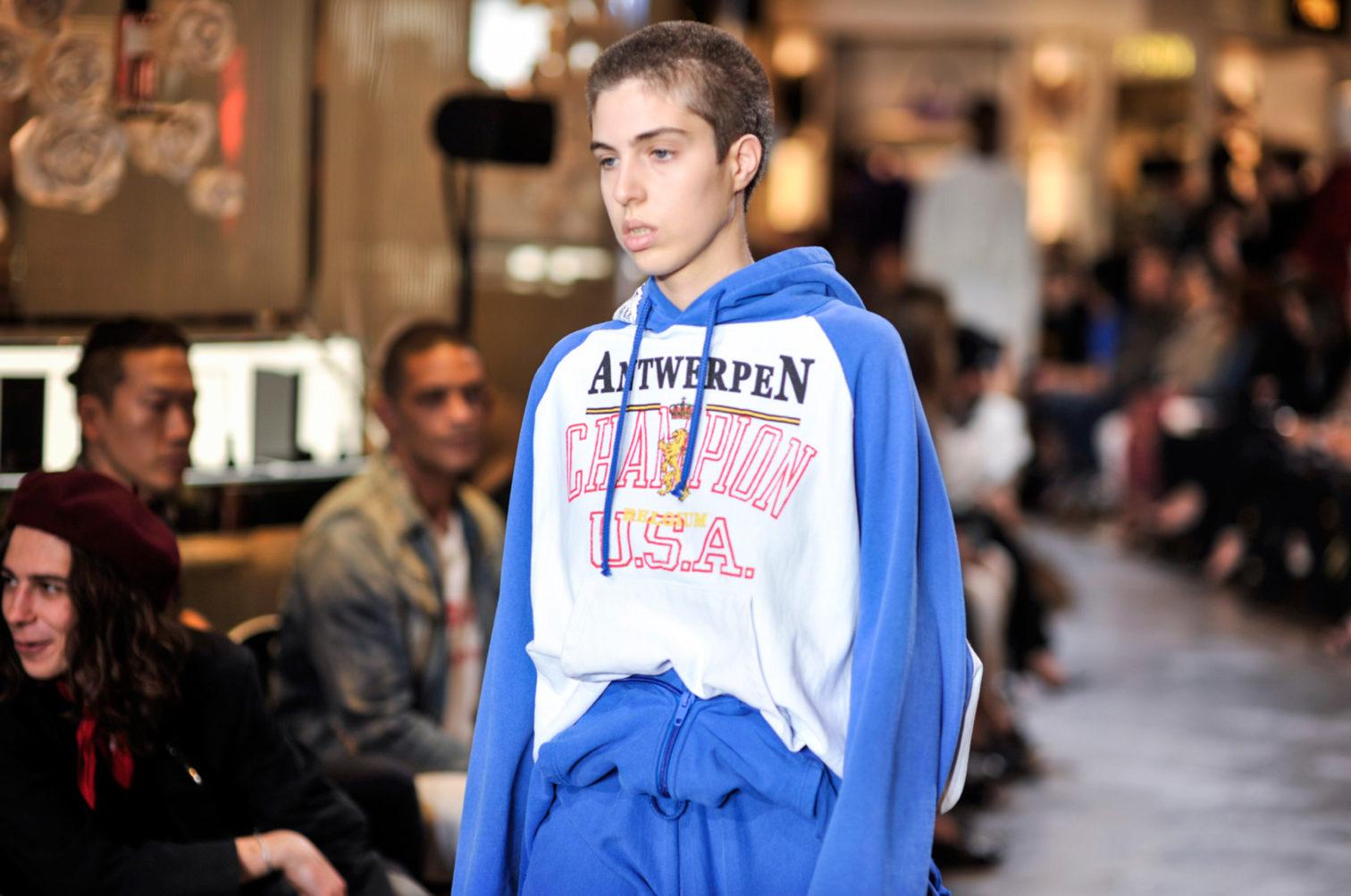 Через них эти бренды заявили о серьезных амбициях именно в моде. С той же  целью производители спортивной одежды участвуют в показах модных Домов, ... b928bce5ed1