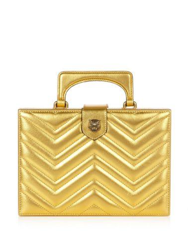 8d600f2ba338 В ближайшие полгода целый ряд других брендов будет покушаться на ее славу:  например, у Aspinal of London сходство сумки с чемоданом довели до предела,  ...