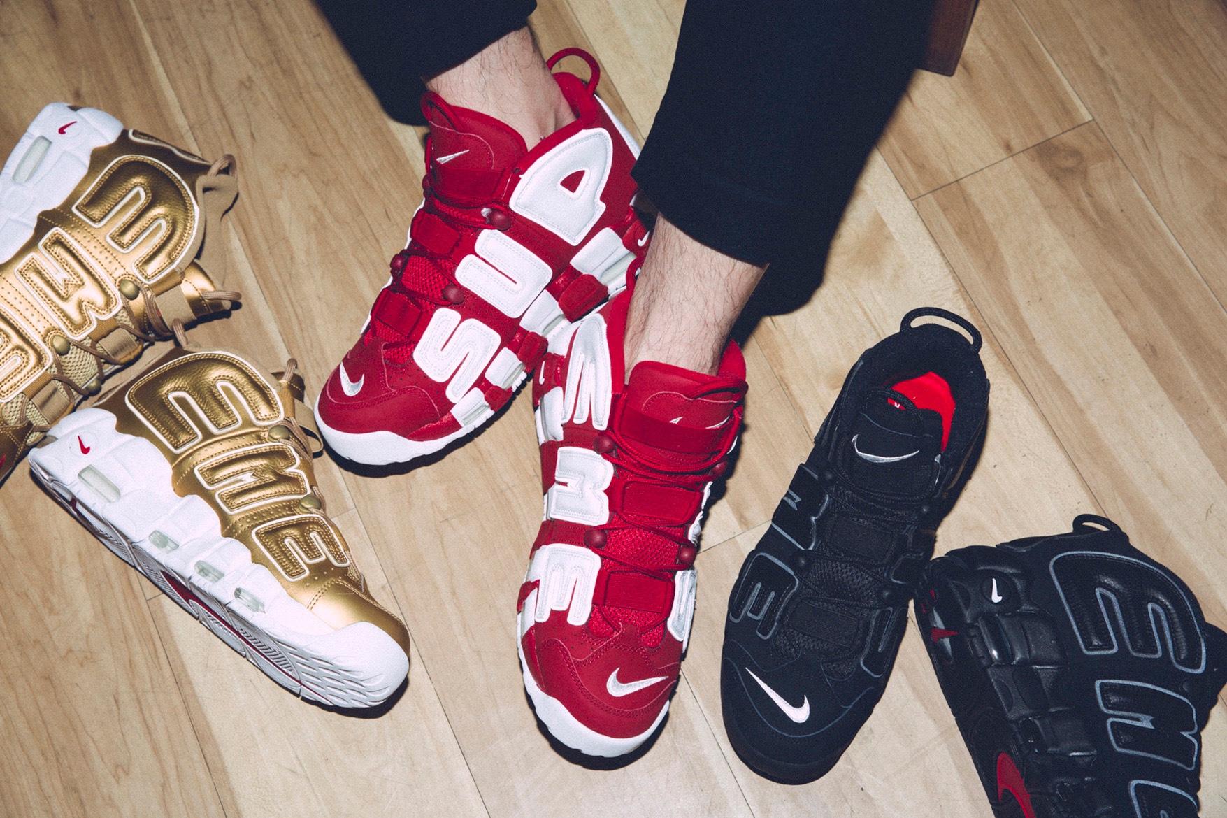 f8d5cea7 В продажу поступили новые кроссовки Air More Uptempos, созданные Nike  вместе с Supreme. Модель выпущена в трех цветах. Сегодня кроссовки появятся  лишь в ...