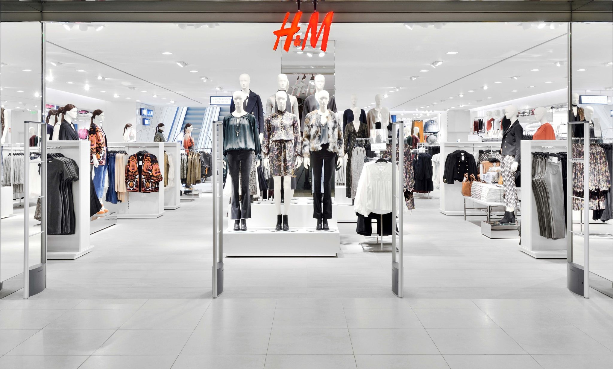 h m market Markets & expansion the h&m group continues to grow expansion is long-term and is taking place through several brands, each with its own unique identity.