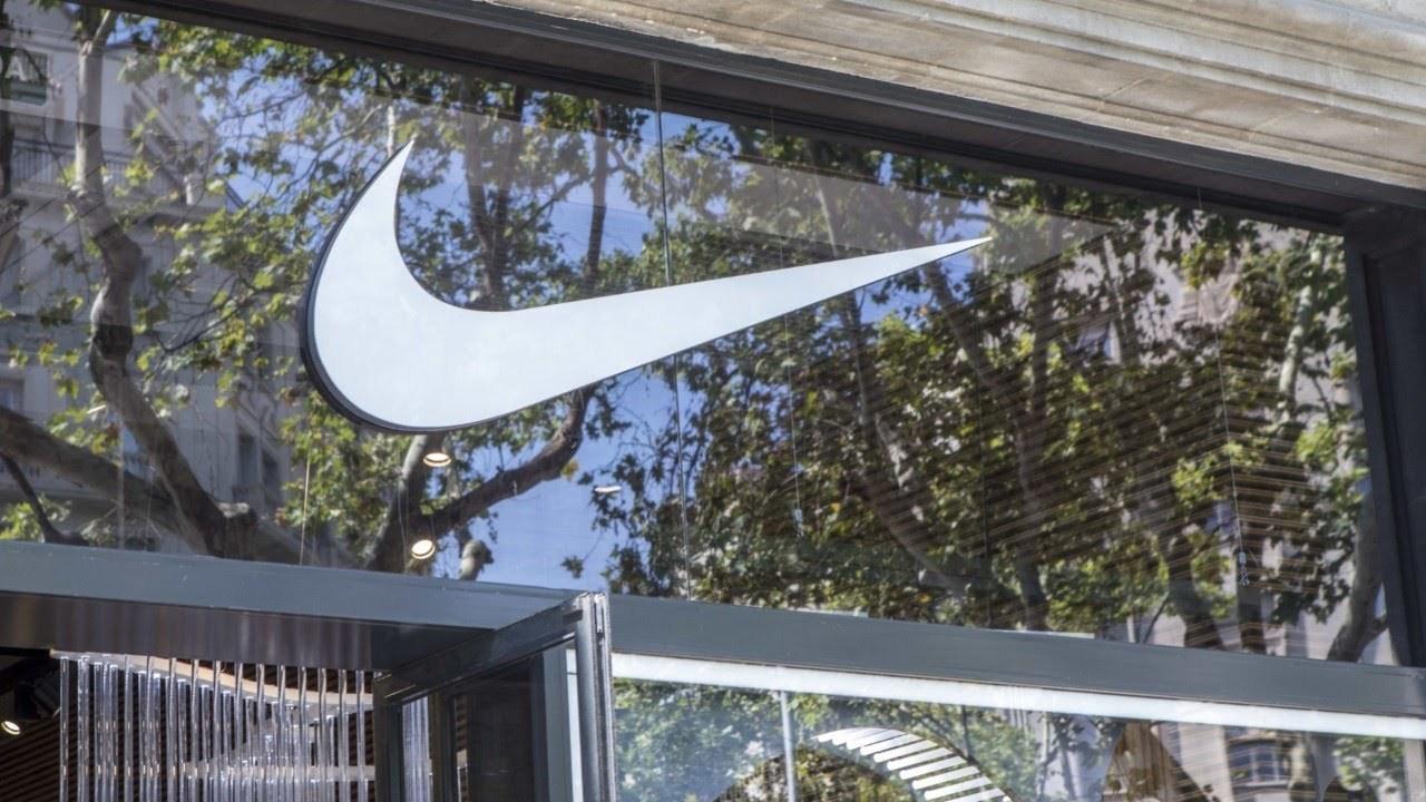 bba757f33bcd Магазины Nike в ЮАР снова открылись после инцидента с расистским видео